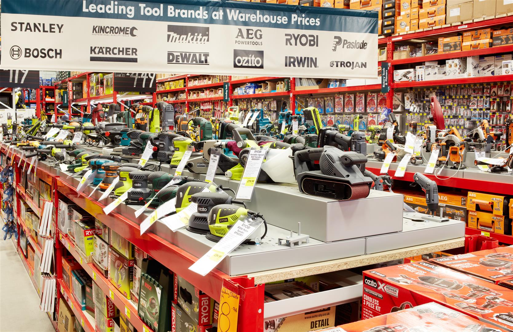 Bunnings first uk store opens for trading for Gardening tools bunnings